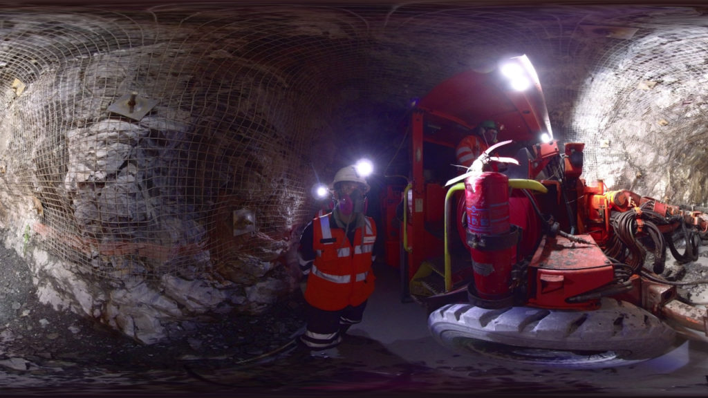 découvrir les opérations d'une mine à l'aide d'un casque de réalité virtuelle