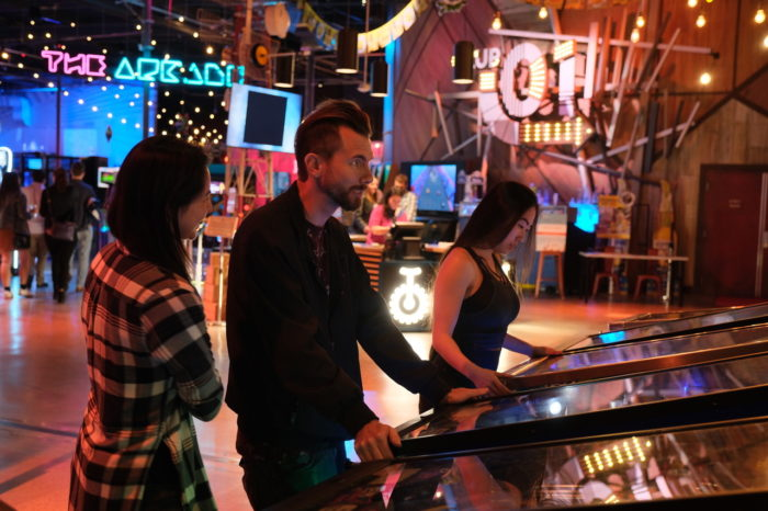 Two Bit Circus augmente la salle d'Arcade