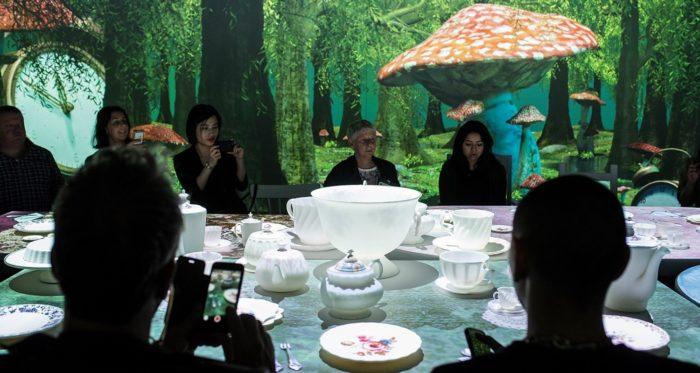 Plongez dans l'exposition Alice au pays des merveilles à Singapour